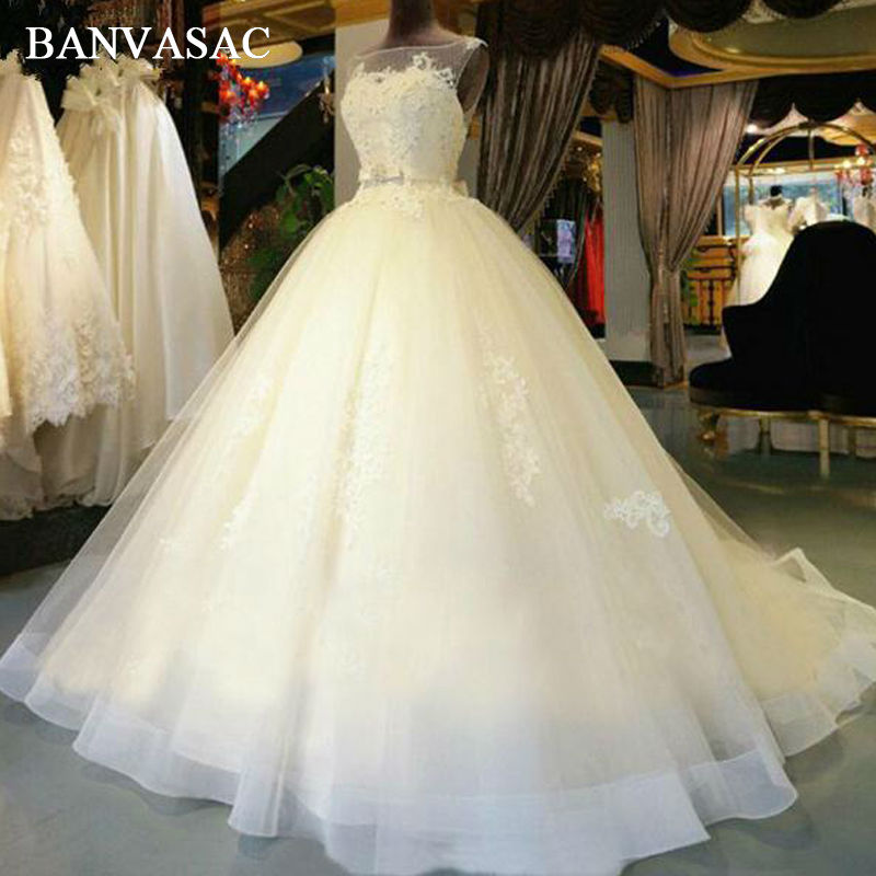 BANVASAC 2017 새로운 우아한 자수 보트 목 웨딩 드레스 민소매 새틴 크리스탈 채플 기차 레이스 신부 공 가운