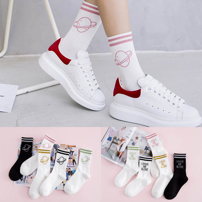 2019 New Korea Harajuku Fashion Casual Women Men Art Socks Hip Hop Leave Me Alone Socks Cotton Female Skateboard Letter Sock