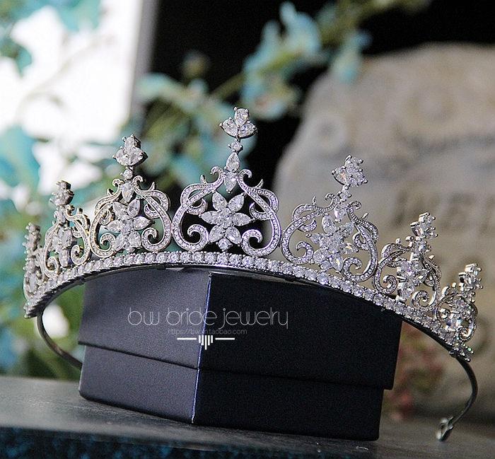 цена Luxuoso Joias Cubic Zirconia Crown para Mulheres Acessorios Para o Cabelo Tiaras De Cristal para Presentes de Natal Do Casamento