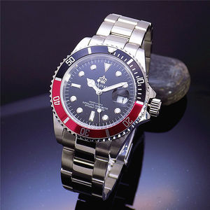 Image 2 - Luxe Hk Crown Merk Mannen Klok Draaibare Bezel GMT Saffier Datum Goud Staal Sport Blue Dial Quartz Militaire Horloge Reloj hombre