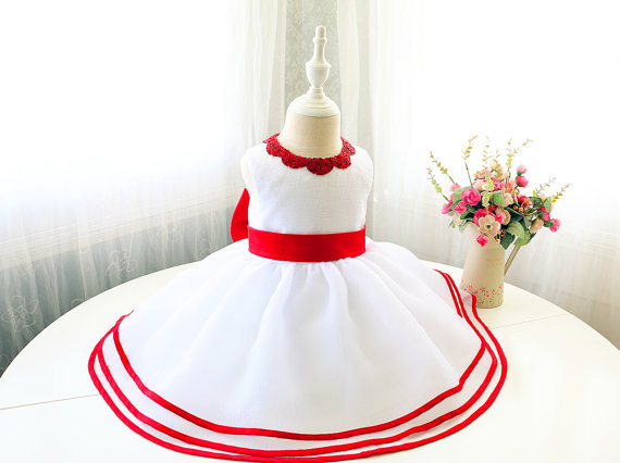 White and red cute baby dresses crew neck lace appliques toddler pageant dress with red bow 1st birthday party outfits цены онлайн