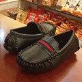 2017 nueva primavera niño niños shoes sneakers casual girls shoes cuero de la pu de cuero marrón moda niños mocasines niños deportes shoes