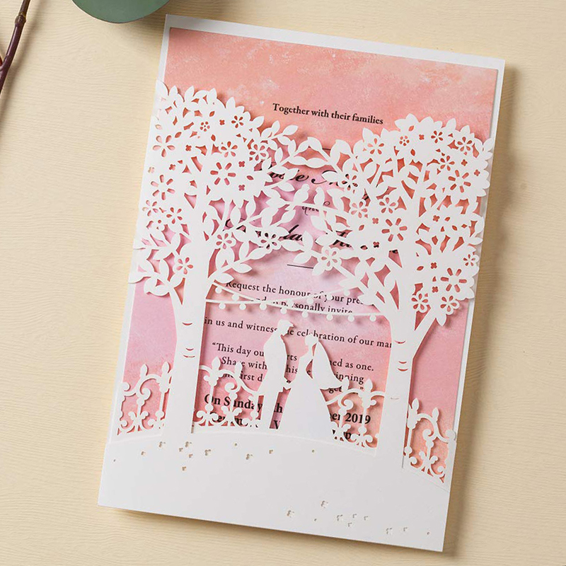 WISHMADE الأبيض دعوات زفاف مع الليزر قطع الأشجار 50 الوردي الداخلية ورقة أنيقة بطاقات الاشتباك ، شحن الطباعة و مجاني-في بطاقات ودعوات من المنزل والحديقة على  مجموعة 1
