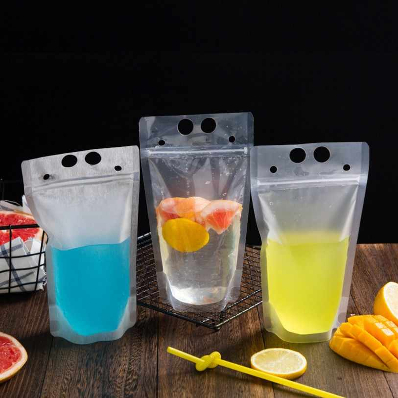 50pcs/lot New Plastic Drink Packaging Bag Pouch for Beverage Juice Milk Coffee with Handle and Holes for Straw 400ml 500ml