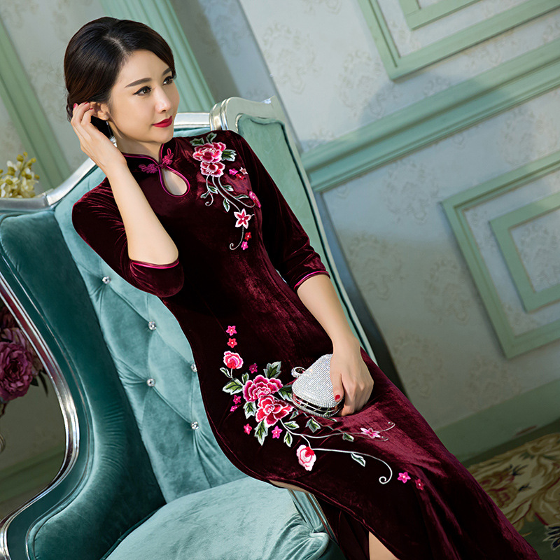 2017 Women Big Size Long Velvet Cheongsam Embroidery Mother Stand Collar Long Qipao Dress Half Sleeve