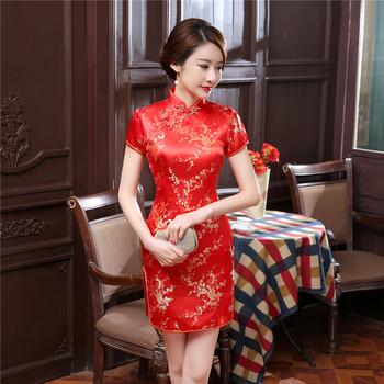 2020 nowych czerwonych chińskich kobiet tradycyjna sukienka satyna jedwabna Cheongsam Mini Sexy Qipao kwiat suknia ślubna rozmiar S M L XL XXL WC022 tanie i dobre opinie YZYOUTHZING Poliester Rayon Satin Cheongsams Knee Length Dress Chinese National Style Mandarin Collar Short Sleeve Summer