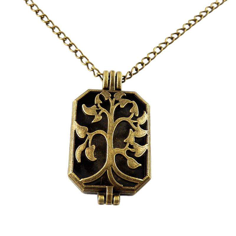 Women Rectangle Hollow Locket Pad Perfume Essential Oil Aromatherapy Diffuser Gift Beauty Punk Fragrance Charms Pendant Necklace