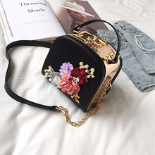 2018 New Solid Color Flowers Fashion Ladies Shoulders Evening Dress Small Square Bag Lock Chain Handles Ladies Shoulder Messenge