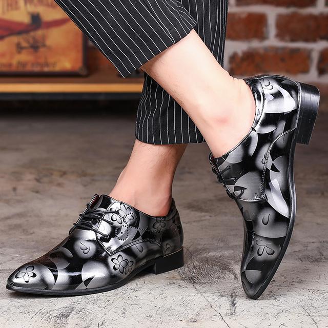 Venda quente Tamanho Grande Dos Homens de Couro Genuíno Sapatos Casuais Primavera Verão Outono Homens Lace-Up Moda Impresso Negócio Apontou Sapatas de vestido
