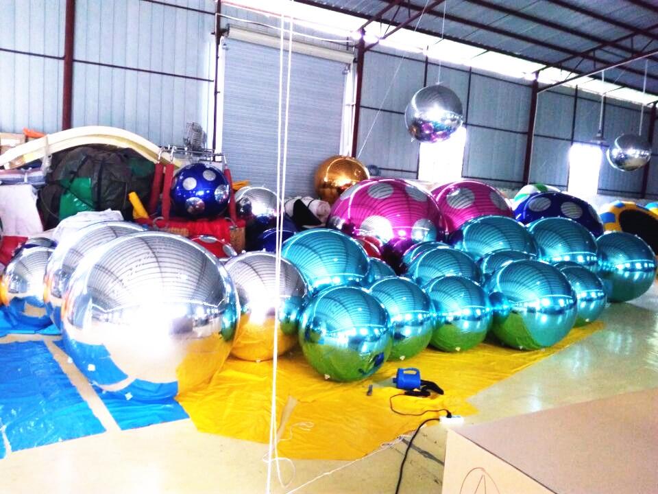 1.5m silberner aufblasbarer Ballon dauerhafte PVC-Hochzeits-Stadiums-Weihnachtsdekoration im Freien große aufblasbare Spiegel-Kugel