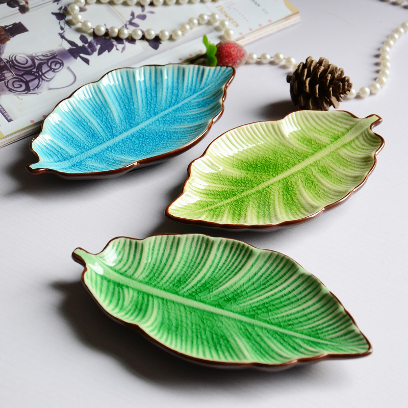 Banana leaf shape, leaf dish, ceramic dishes, ice crack glaze, lovely, sushi dishes, tableware,flatware, small plate~ 流水 盆 養魚