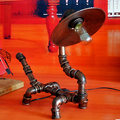 Steampunk Retro Minimalista Loft Industrial Luz Tubulação de Água Lâmpada de Mesa lâmpada de Cabeceira Candeeiro de Mesa de Luz Casa levou luz tubo de Metal