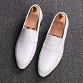 Hombres negro blanco vestido de boda de negocios transpirable zapatos de cuero genuino slip-on oxfords zapato caballero de punto del dedo del pie de los holgazanes sapatos