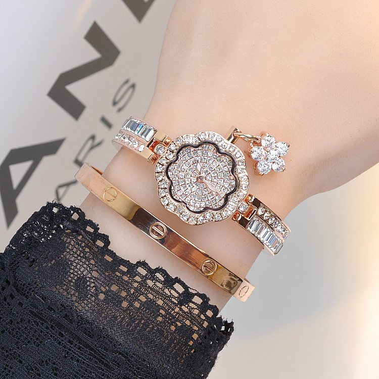 Lyx Kvinnor Klockor! WomenDiamond Armband Watch Kvinna Rose Gold Silver Dress Watch Lady Rhinestone Bangle Watch Armbandsur