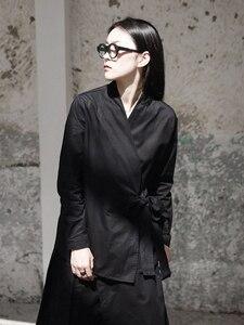 Image 2 - [EAM] 2020 חדש אביב סתיו V צווארון ארוך שרוול שחור רופף קצר מותניים תחבושת חולצה נשים חולצה אופנה גאות JI096