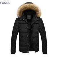 Fgkks سترة الرجال أزياء الشتاء تصميم العلامة التجارية سترة الرجال الملابس سستة معطف سميك دافئ فرو طوق مقنع سترة