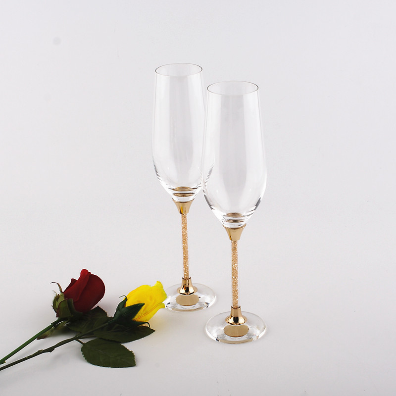 2017 Promotion vente directe plus récent or Champagne flûtes lunettes de mariage or Set verre couleur gobelets avec tige 230 Ml