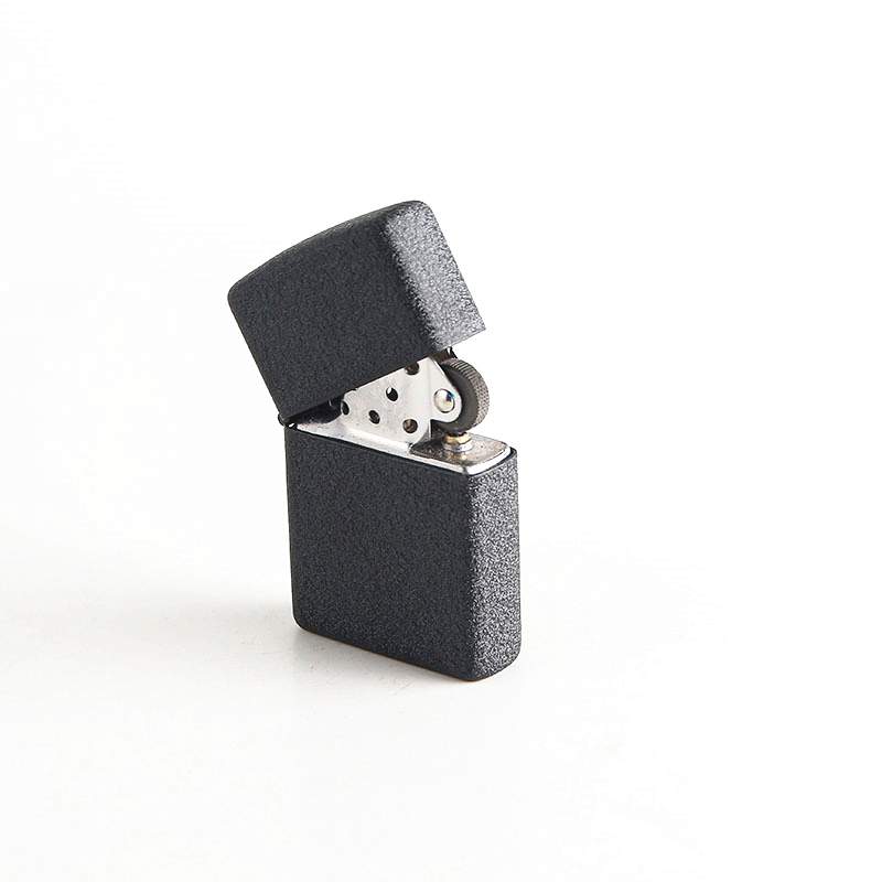 100 pcsCheap Nouveau style Portable pétrole léger Peut être réutilisé Givré noir kérosène briquets