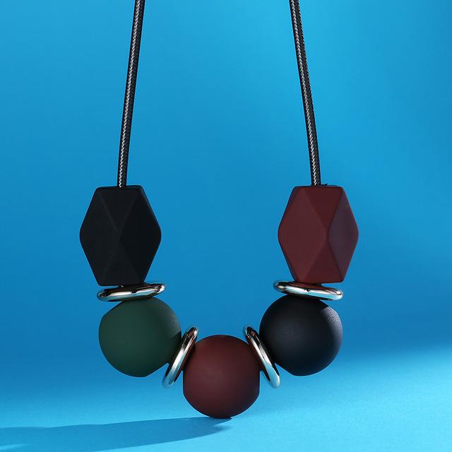 Regalo de las mujeres del suéter del collar de 2017 nuevo diseño de corea del estilo de moda negro cuerda choker collares geometría colgante