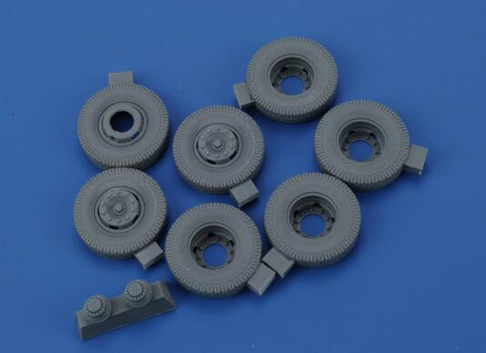 1/35 Resin Tires For Benz Heavy Truck <font><b>L4500</b></font> (AFV) 1 Set Model Kits image