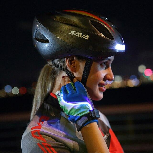 をサヴァ自転車ヘルメットバイクヘルメットサイクリング安全ヘルメットをオンにすると led ワイヤレス制御 usb 充電ヘルメット自転車ライト