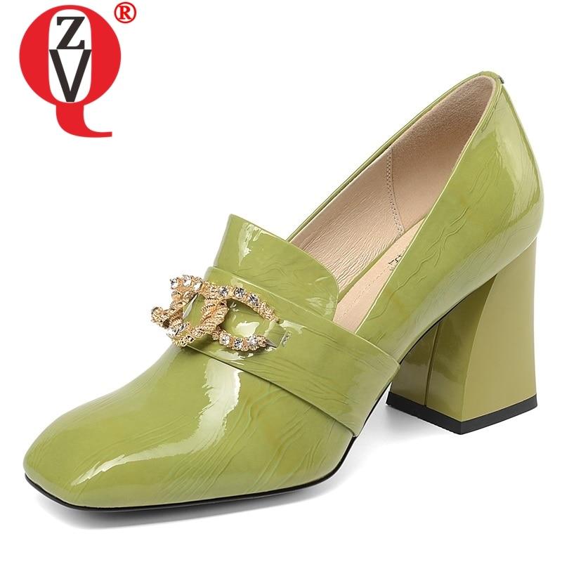 Zvq 뜨거운 판매 여성 펌프 2019 봄 새로운 패션 특허 가죽 신발 여성 하이 스퀘어 발 뒤꿈치 슬립 온 광장 발가락 금속 장식-에서여성용 펌프부터 신발 의  그룹 1