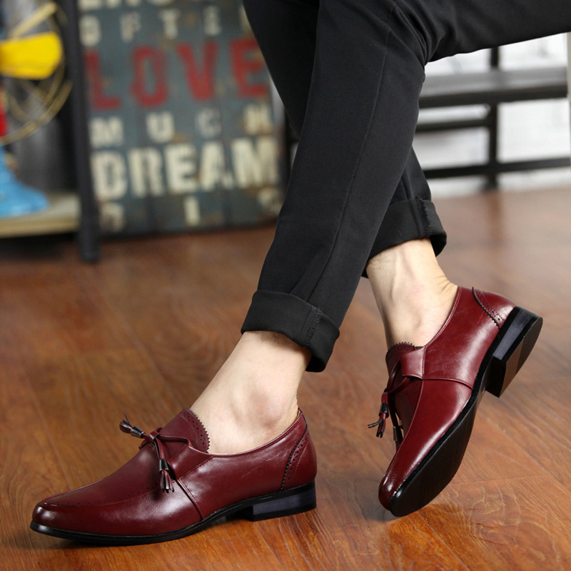 Glossy dress shoes white flat wedding shoes patent leather loafers mens shoes luxury brand Lace up oxfords shoes for men pathfinder men leather casual shoes male 2017 vintage lace up ankle luxury brand loafers oxfords fashion flat winter shoe