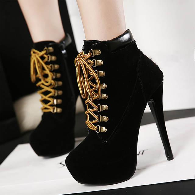 ae01.alicdn.com/kf/HTB1NpGulOMnBKNjSZFCq6x0KFXad/Nova-mulher-cruz-amarrado-plataforma-sexy-stiletto-tornozelo-botas-femininas-camur-a-z-per-sapatos-de.jpg_640x640q70.jpg