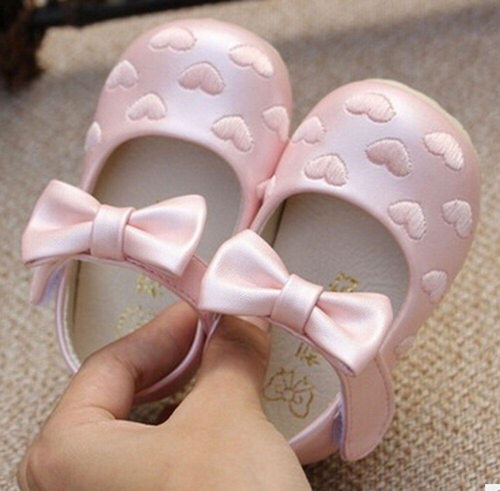 Bébé filles chaussures PU mary jane walker chaussures pour petite princesse printemps été automne de mariage coeurs broderie noeuds papillon SandQ bébé