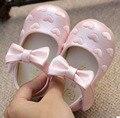 Zapatos de los bebés PU mary jane zapatos del caminante para la pequeña princesa primavera verano otoño de la boda corazones bordados SandQ pajaritas bebé
