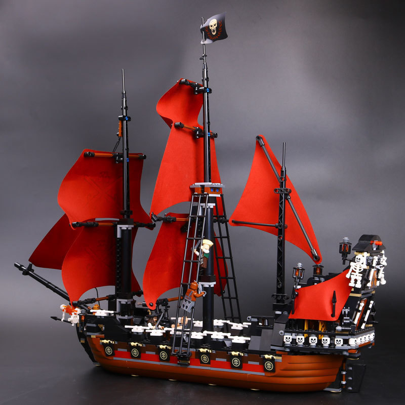 Lepine 16009 Compatible Legoe 1151Pcs Ship Pirates of The Caribbean Queen Anne's Revenge Building Blocks Bricks Toys for Kid lepin 16009 caribbean blackbeard queen anne s revenge mini bricks set sale pirates of the building blocks toys for kids gift