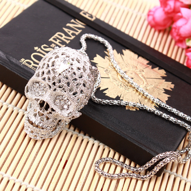 Fashion Stereo Skull Necklace high quality inlaid rhinestone Pendant jewelry long Sweater Chain Pendant Skull Necklace 19038 1