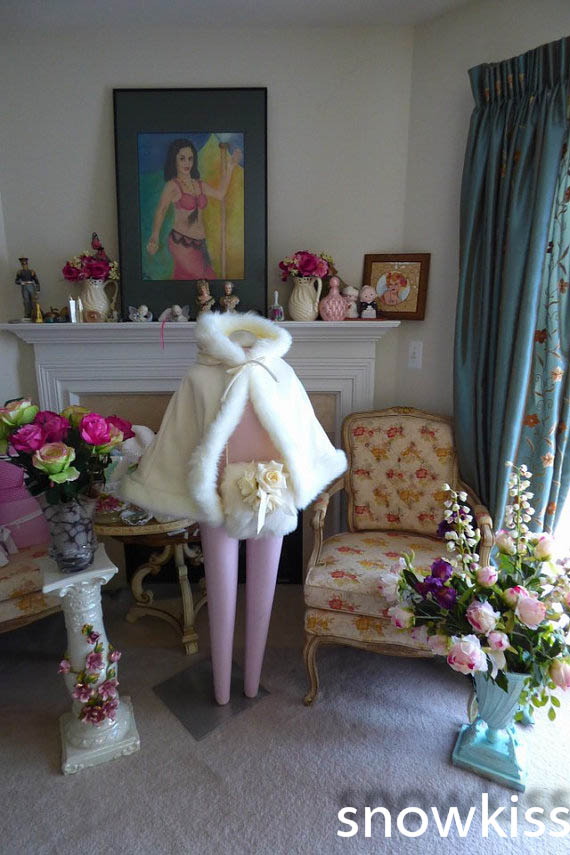 Flower girl Cape Winter Princess Junior Bridesmaid cape Hip-Length wedding cloak Ivory Satin with fur trim Handmade with Muff цены онлайн