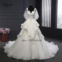 Elegant Tulle Liyuke Bloem Strap A-lijn Kleine V-hals Jurk Hof Trein Lace Up robe de mariage