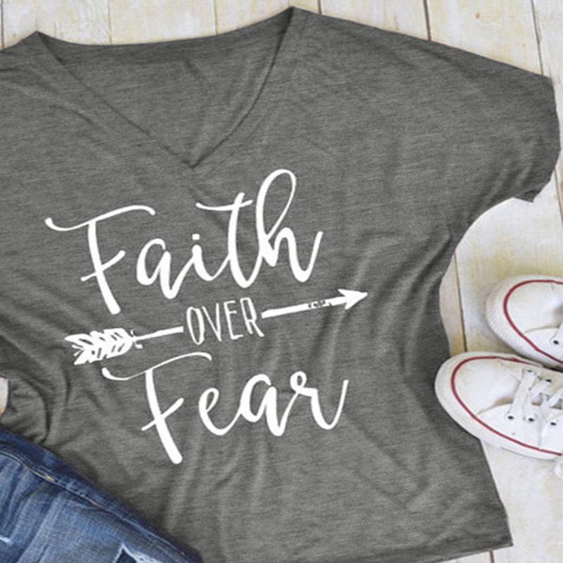 Envío gratis 4 Plus tamaño c mujeres Camiseta de manga corta fe sobre el miedo Impresión de flecha, Tops Casual, T camisa mujer dama Tops sólido Tee