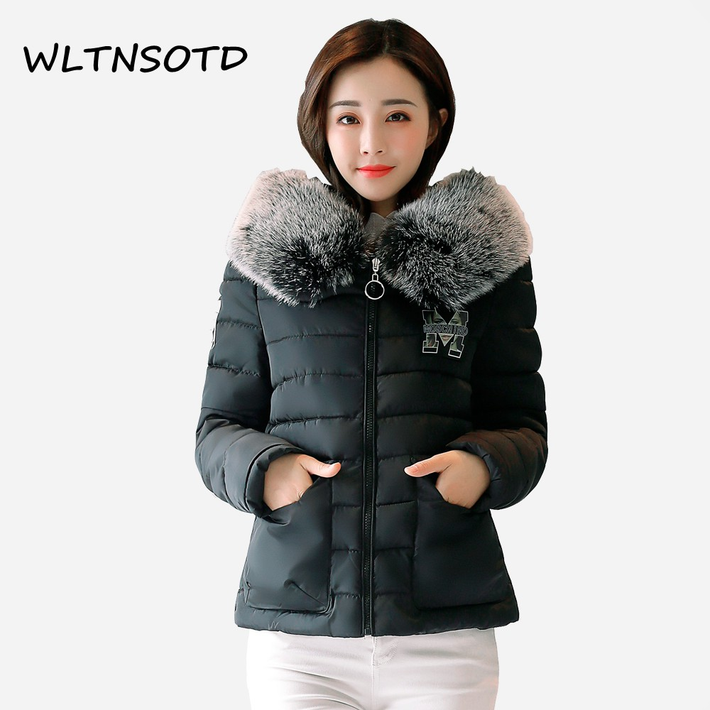 2017 winter women short Big pocket cotton coat Slim Hooded badge pattern small Parkas Female fashion warm Fur collar jacket 2017 new winter women big fur collar hooded thick coat long slim badge pattern letter jacket female fashion cotton warm parkas