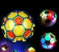 10 CM luz LED bola de salto niños locos futbolín Music / que despide la bola / bola de la danza / de fútbol de los niños de juguete divertido navidad regalo