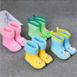 Новые цветные детские резиновые сапоги Детская обувь теплые мальчиков и девочек непромокаемые сапоги Водонепроницаемый детская обувь