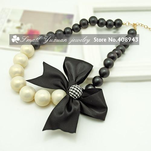 6728f7164c64 Moda para niños joyería bow cinta blanca y negro de la perla suéter cadena  collar gargantilla