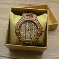 Homens moda Couro Real Faixa de Relógio De Madeira de Bambu Marrom Quartzo Japão Relógios De Pulso Das Mulheres de Luxo De Madeira Preta Luminosa 2017 Caixa Quente