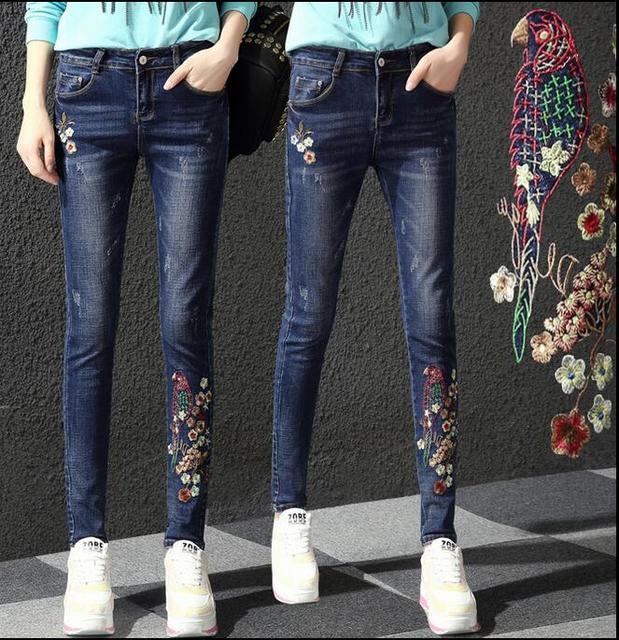 A primavera Eo Outono da forma Das Mulheres elástico fino jeans rasgado calças lápis flor bordados jeans skinny