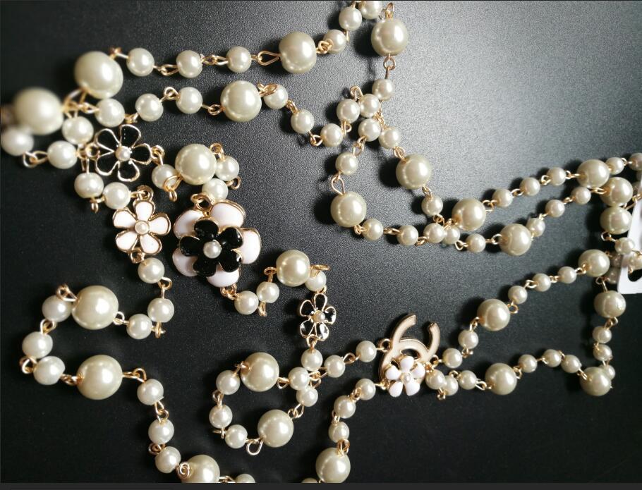 Collier sautoir en perles pour femme