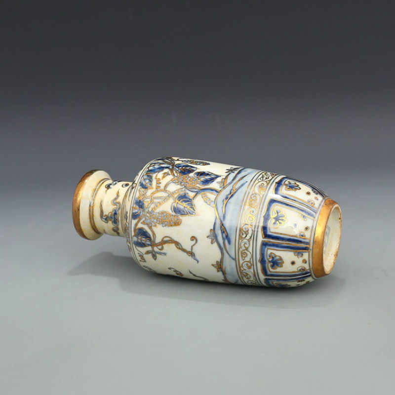 Antique Classic Blue and White With Gold Grape Pattern Small Ceramic Decoration Vase
