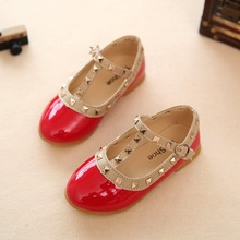 2019 New Style Patent Leather Girl Flat Shoes Toddler Shallow Princess Shoes Rivet T-strap Brand Kids Children Shoes Size 21-36