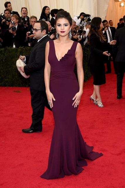 2016 нестандартного размера Selena Gomez красный ковер знаменитости платья русалка пром платье V шеи бургундия шифон спинки суд поезд платье
