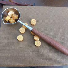 Grande colher de bronze de madeira do vintage para selo de cera de vedação estrela vara de cera vino tinto sellado sax palillo sello de la cera