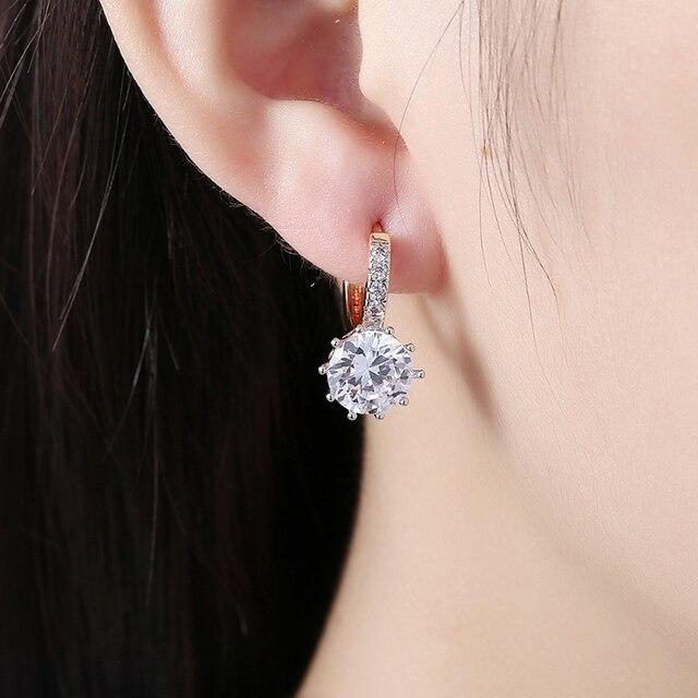 женские серьги гвоздики с фианитами золотистые кристаллами в фотография