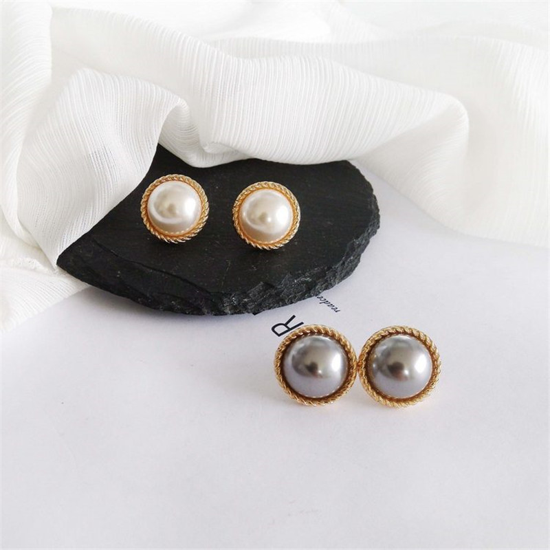 Stud earrings female metal round pearl women stud earrings elegant fashion minimalist pearl stud earrings earrings of women 4