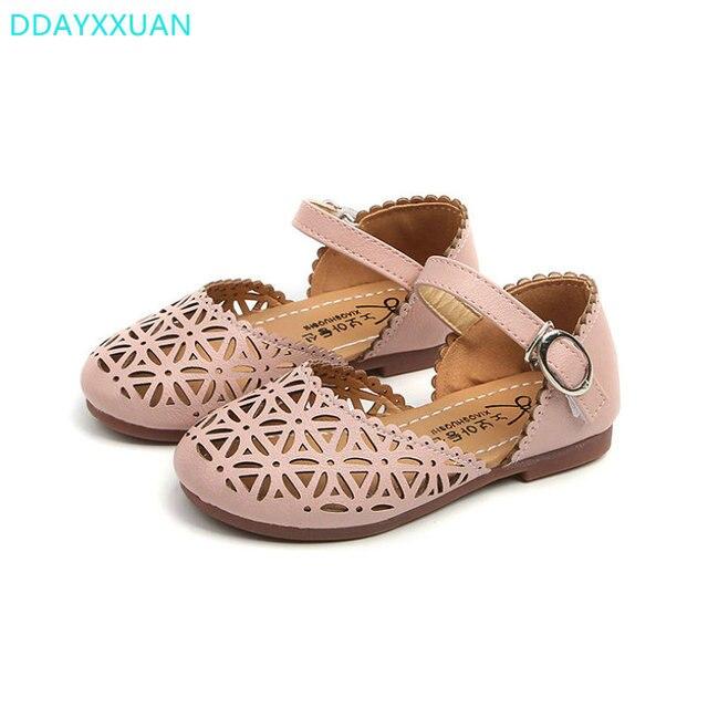 Meninas sandálias de Verão 2018 da criança sandálias gladiador plana sapatos  Moda calçados infantis meninas princesa cd7d4b4ef20