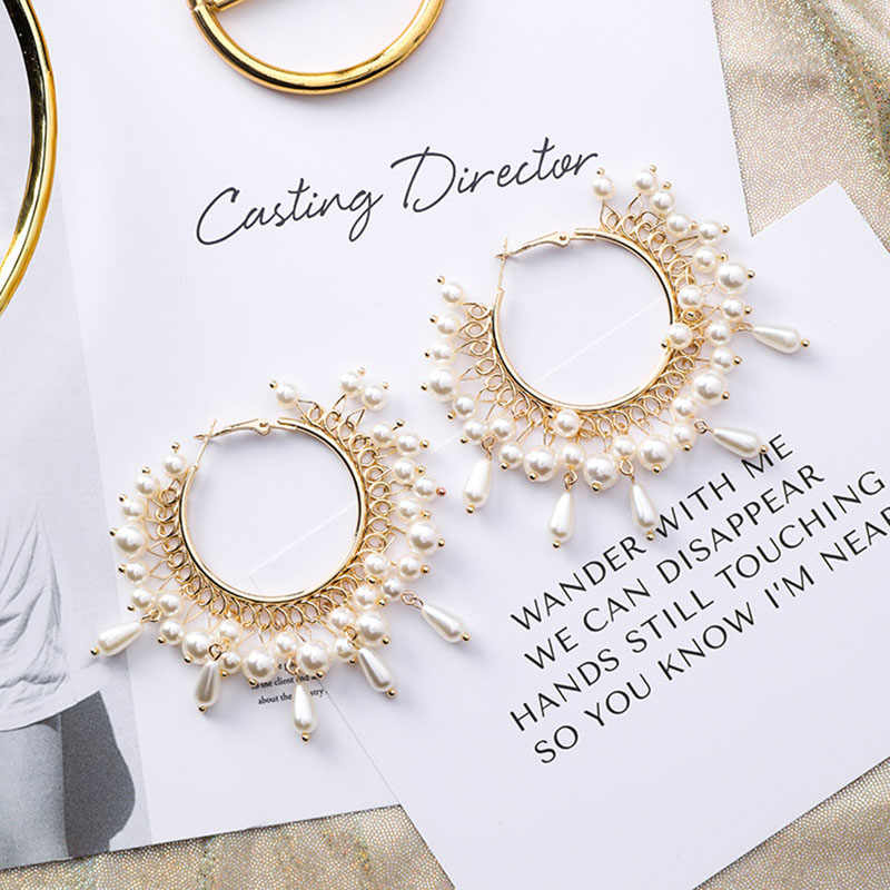 2019 Fashion Pearl Openwork Hoop Earrings for Women Girls Retro Aretes Hoop Earrings Personality Hoops Oversize Jewelry Women